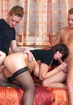Cuckold Threesome Pics